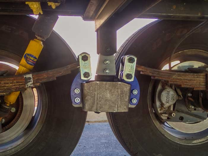 MOR-ryde SRE 4000 seen from beneath a fifth wheel trailer-min