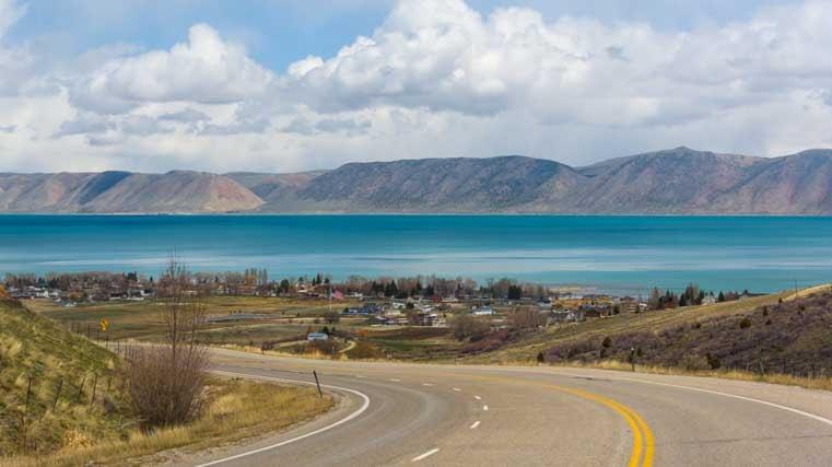 Bear Lake, Utah - A Turquoise Paradise in Snowy Mountains | Roads