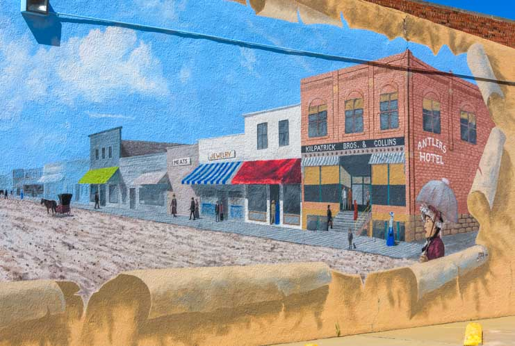 Mural painting of Antlers Hotel in historic Newcastle Wyoming-min