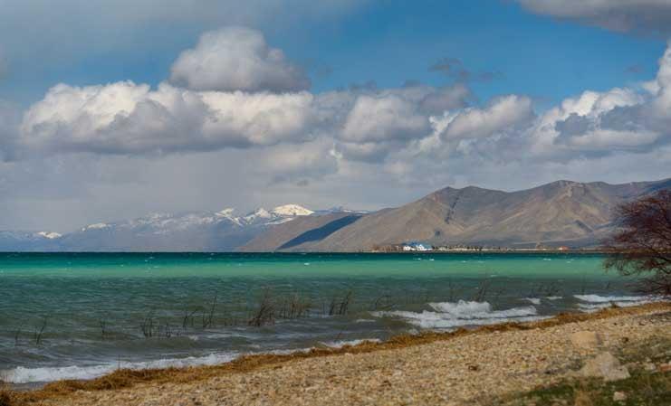 Turquoise water Bear Lake Utah RV camping trip-min