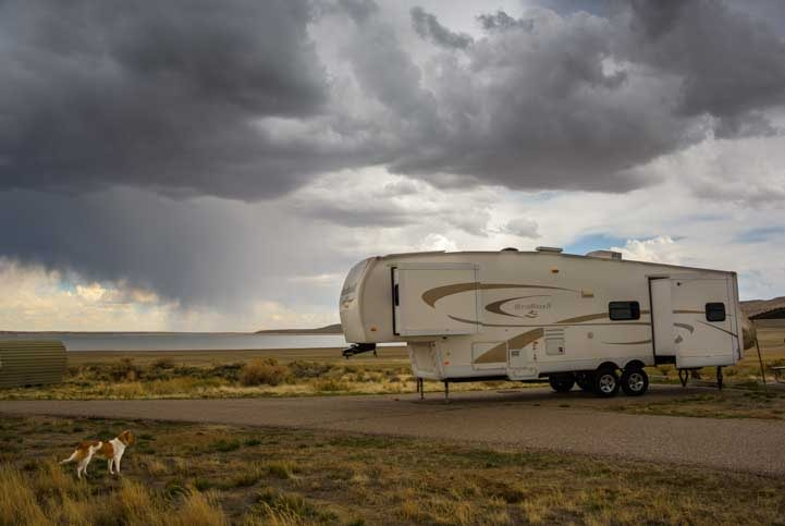 Fifth wheel RV in storm at Fontenelle Recreation Area Wyoming-min
