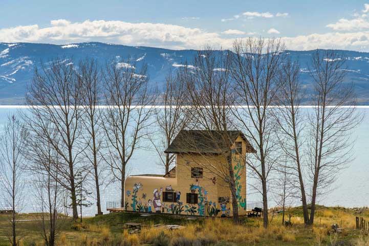 Shoe fairy tale house Bear Lake Utah-min