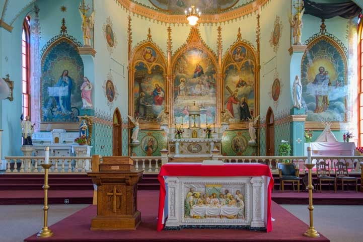 Alter in the St. Ignatius Mission in Montana-min