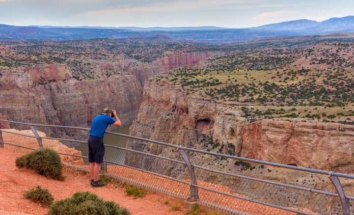 Photographer Devil's Overlook Horseshoe Bend Overlook Bighorn Canyon National Recreation Area Montana and Wyoming RV trip-min
