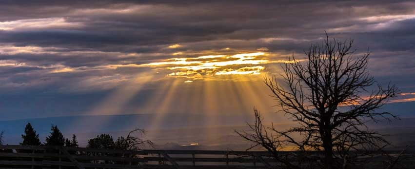 Sunrays on Chief Joseph Scenic Byway Wyomng-min
