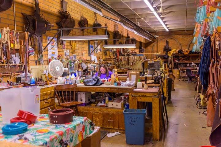 Making custom horse saddles at King's Saddlery Sheridan Wyoming-min-min
