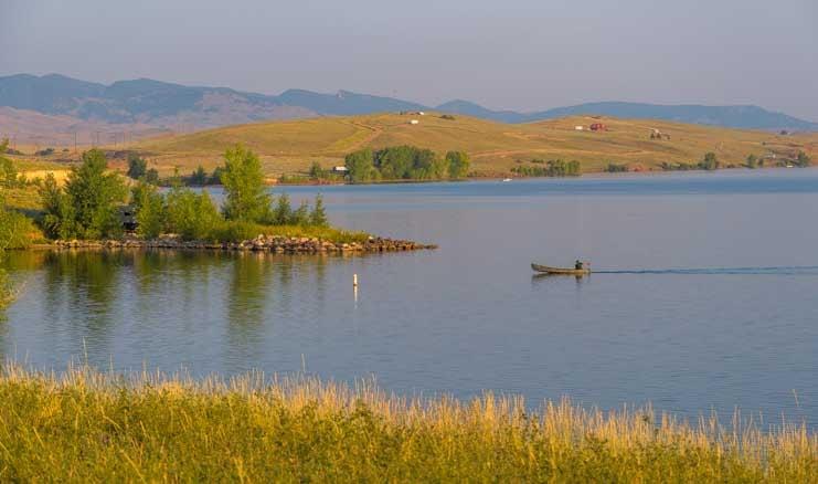 Boat on a lake in northeastern Wyoming-min
