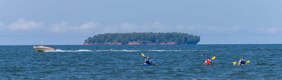 Kayaking to Apostle Island Caves in Wisconsin Lake Superior-min