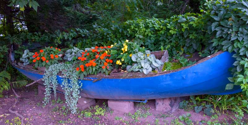Canoe flower box Lake Superior Wisconsin-min