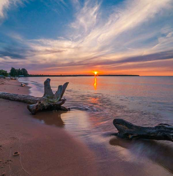 Sunset Lake Superior Wisconsin-min