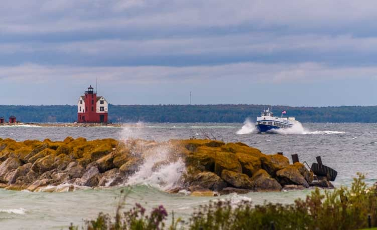 Sheppler's Ferry arrives Mackinac Island Michigan-min