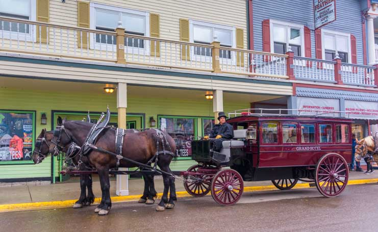 Grand Hotel chauffeur Mackinac Island Michigan-min