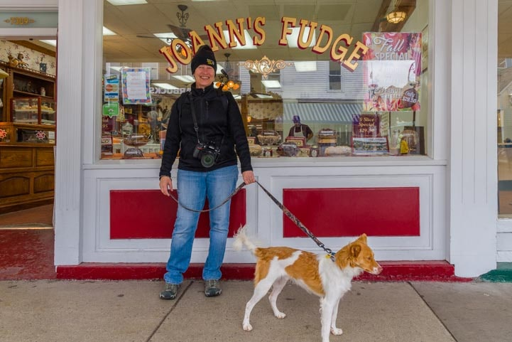 Tourist at Mackinac Island Michigan fudge shop-min