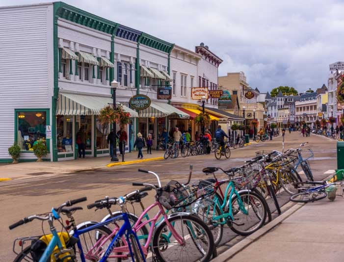 Bicycles everywhere Mackinac Island Michigan-min