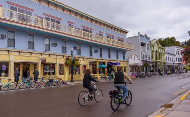 Bikes on Mackinac Island Michigan main street-min