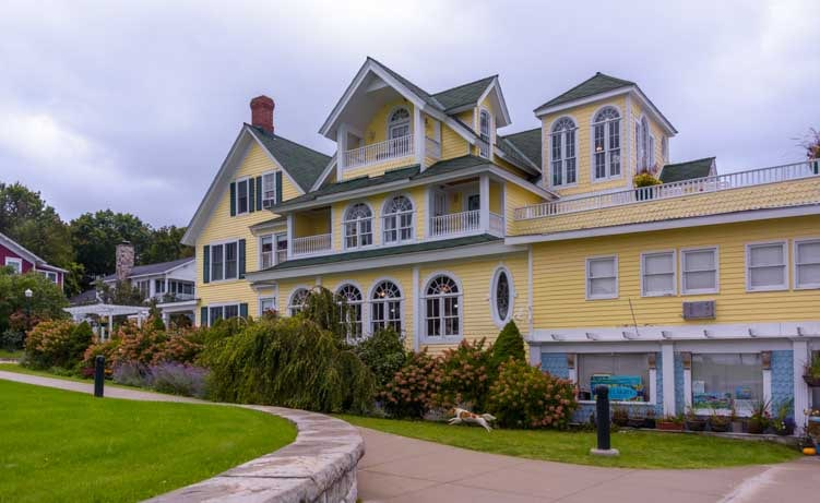 Elegant house Mackinac Island Michigan-min