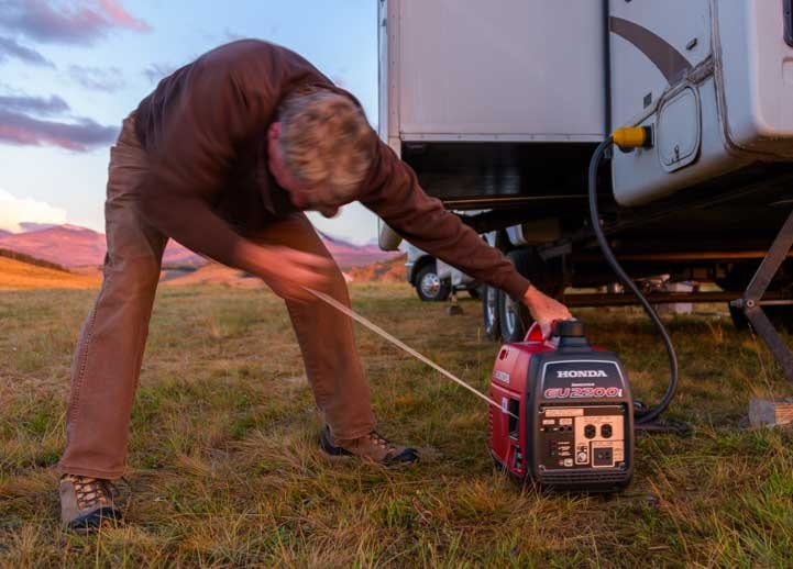 Starting the Honda EU2200i portable generator-min