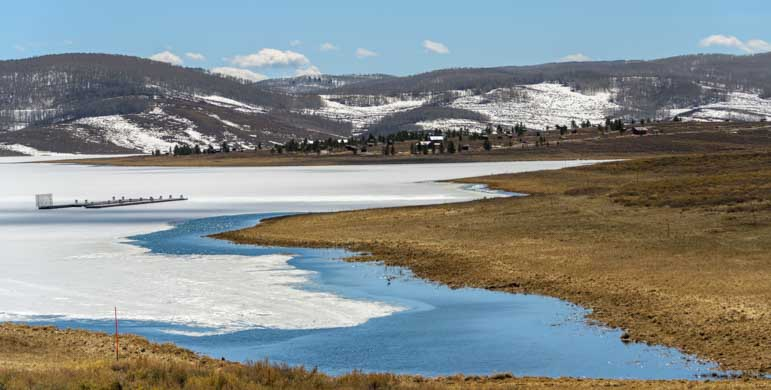 Strawberry Reservoir ice melt in Utah-min