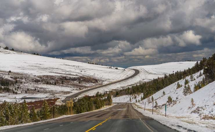 Snowcappe mountain pass in Wyoming in Spring-min