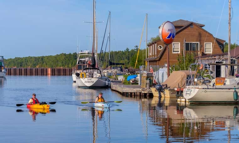 Kayaks and sailboats on Lake Superior at Cornucopia Wisconsin-min
