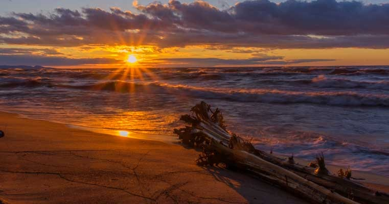 Sunset on Lake Superior in Michigan Upper Peninsula-min