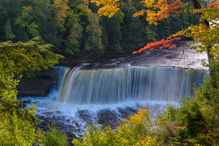 Taquamenon Falls in Michigan Upper Peninsula in autumn-min