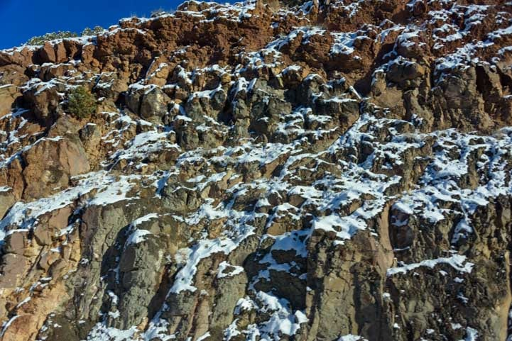Snow on the rocks in Arizona-min
