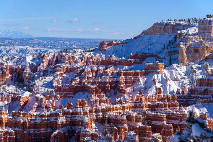 Sunset Point View Bryce Canyon National Park with snow-min