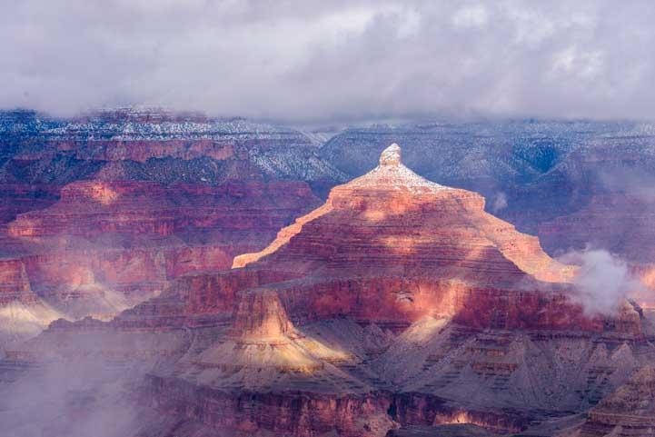 Light and shadow at Grand Canyon National Park-min