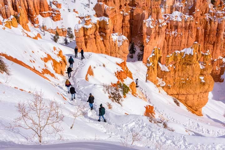 Hiking in the snow Bryce Canyon National Park-min