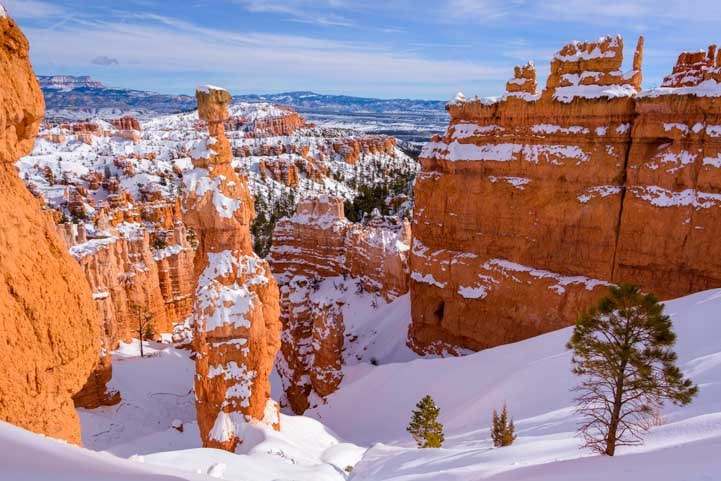 Bryce Canyon National Park snow on Navajo Loop Trail-min
