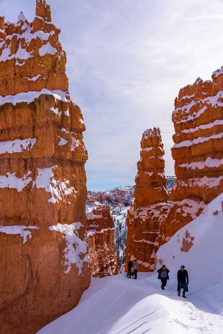 Hiking Navajo Loop Trail Bryce Canyon National Park with snow in winter-min