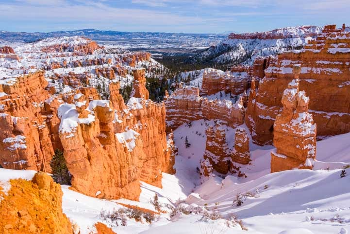 View into Bryce Canyon National Park with snow in winter-min