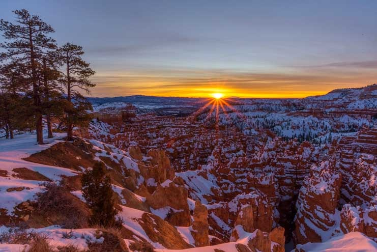 Sunrise at Bryce Canyon National Park with snow in winter-min