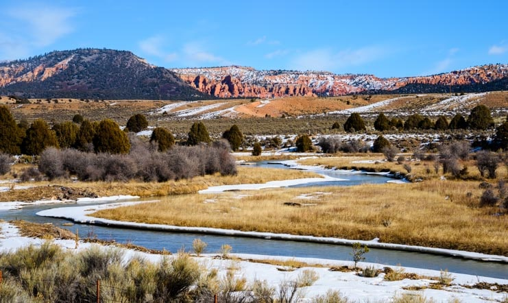Red rocks and a stream in Utah during winter-min