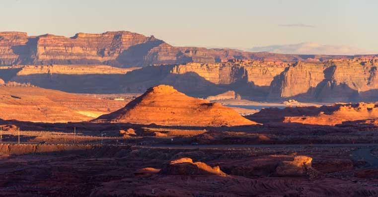 Afternoon shadows Glen Canyon Utah-min
