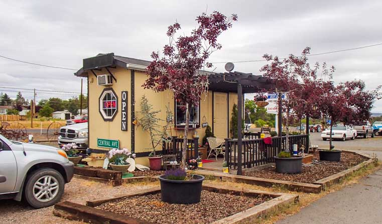 Java Rock coffee shack Terrebonne Oregon-min