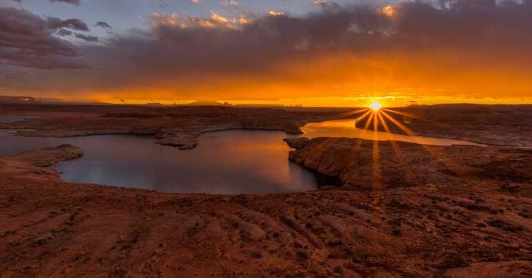 Sunrise at Glen Canyon Arizona-min