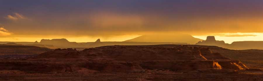 Mesas and rock formations Glen Canyon Arizona at dawn-min