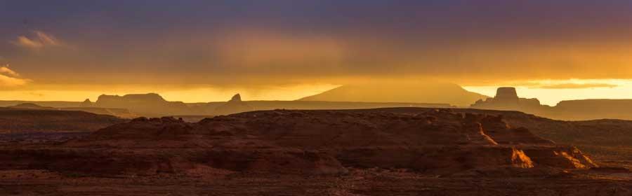 Mesas and rock formations Glen Canyon Arizona at dawn-min