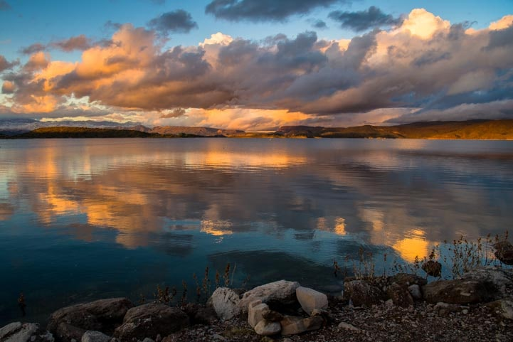 Wild sunset Lake Pleasant AZ-min