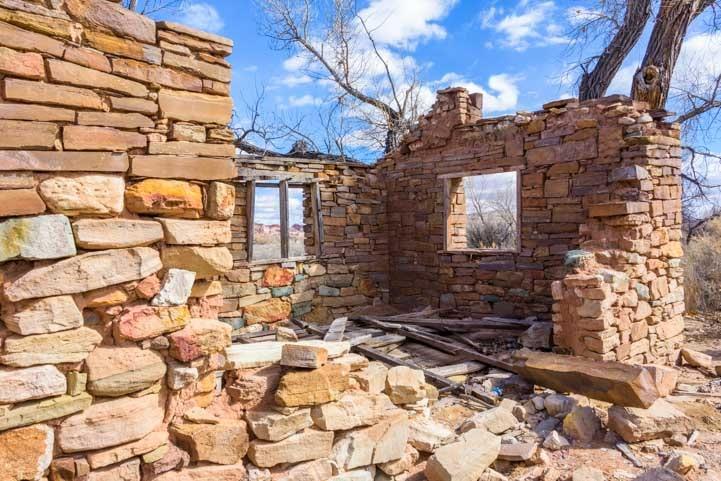 Stone house ruins Wayne County Utah-min