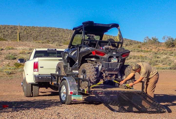 Strap down Polaris RZR 900 XC EPS Edition on uility trailer-min