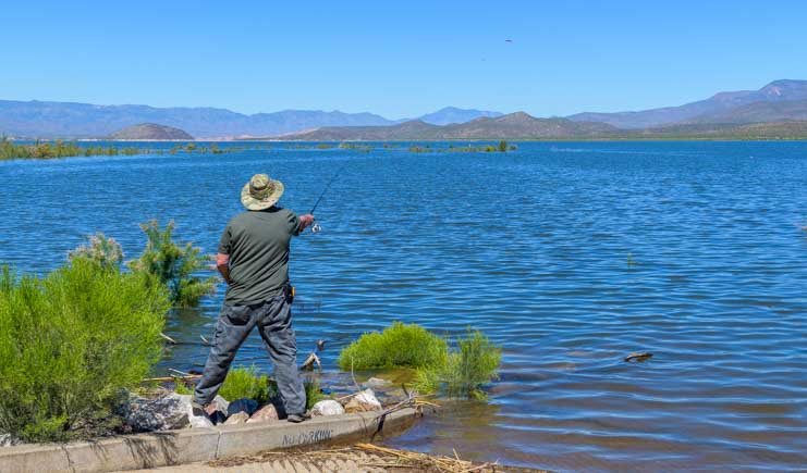 Fishing at Roosevelt Lake-min