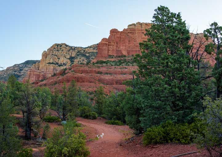 Hiking trail Brins Mesa Trail Sedona Arizona-min