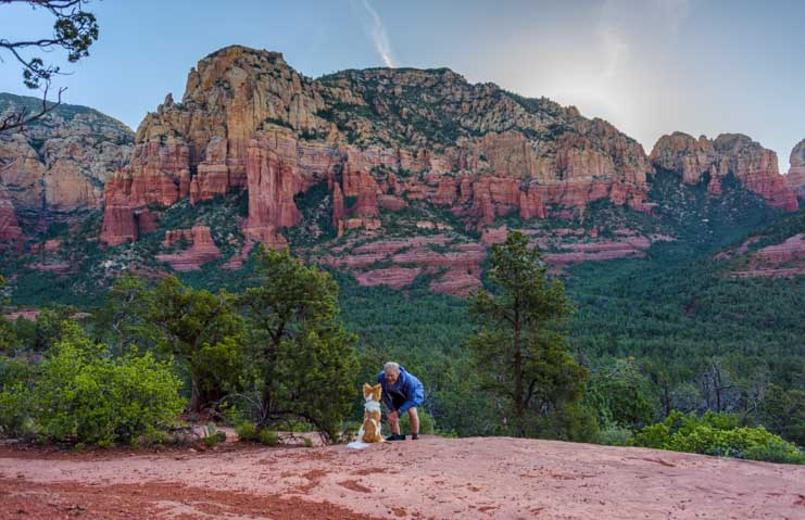 Navigating the Brins Mesa Trail Sedona Arizona-min