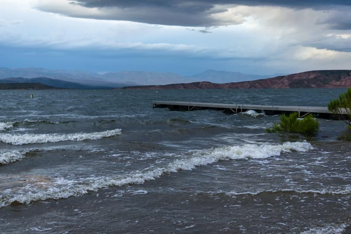 Waves at Roosevelt Lake Arizona-min