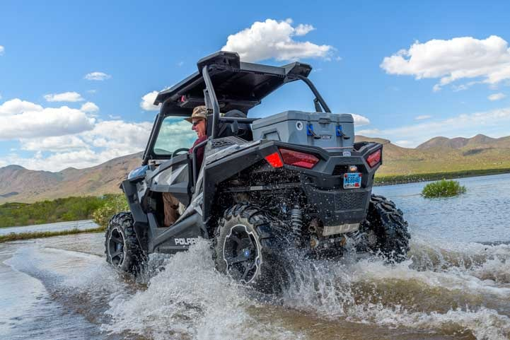 Polaris RZR leaves a wake in the water at an Arizona boat ramp-min