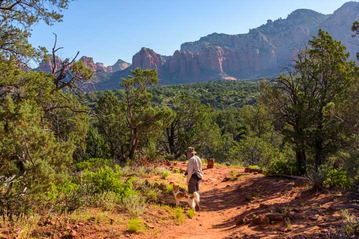 Hiking Broken Arrow Trail Sedona Arizona_-min