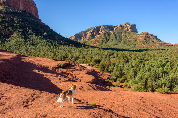 hiking Broken Arrow Trail Sedona Arizona Views-min